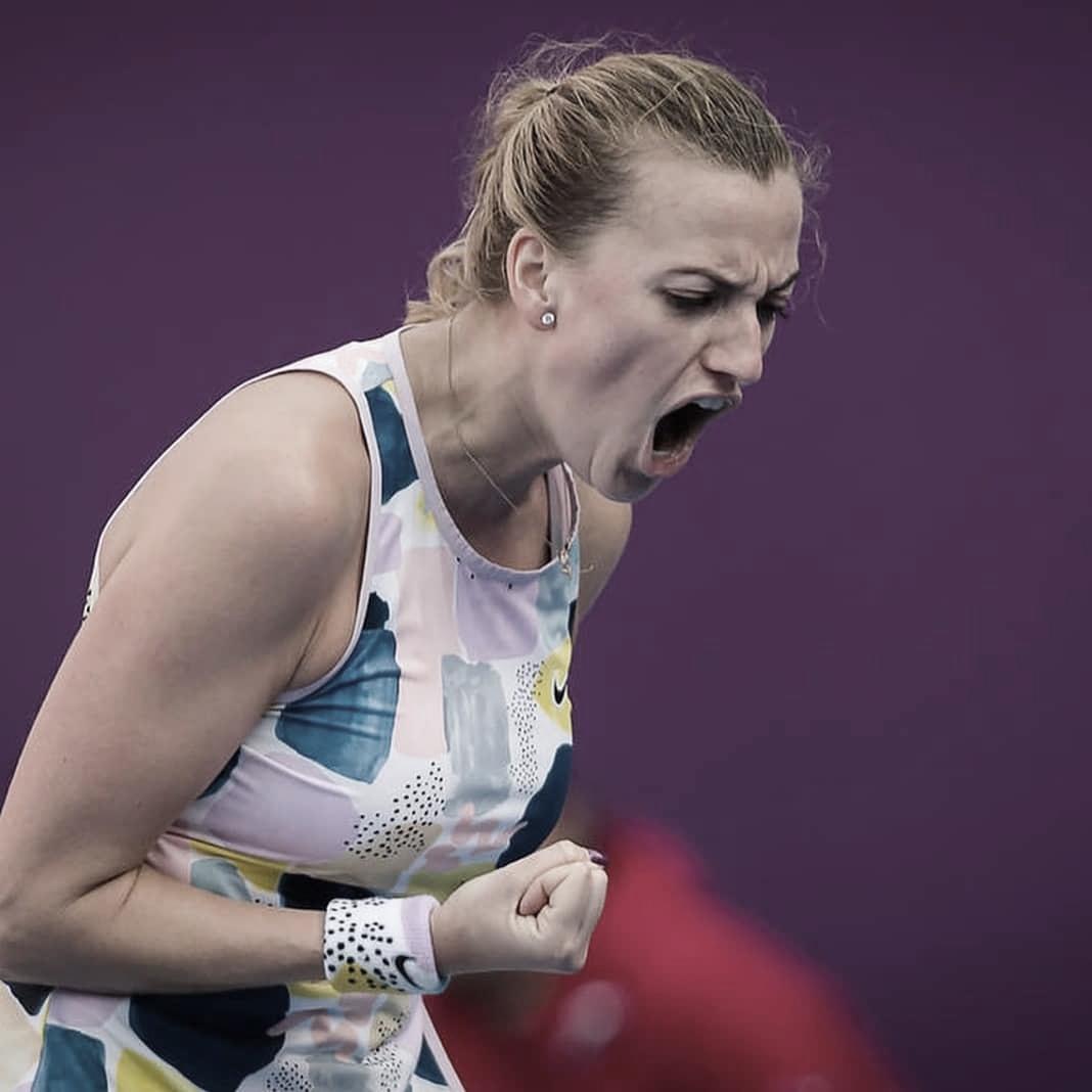 Kvitova cambia de semblanteen una cancha de tenis