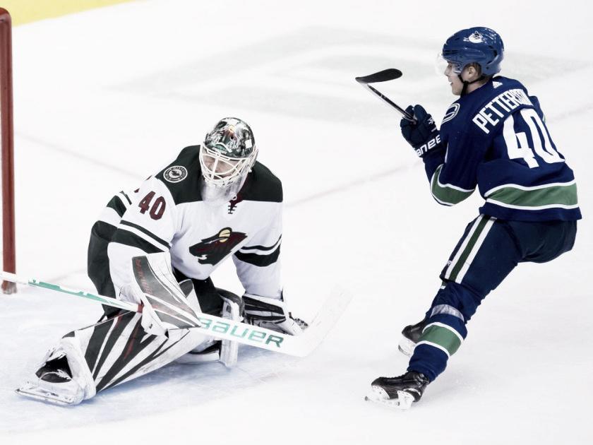 Elias Pettersson causa un gran impacto en su primer mes en la NHL