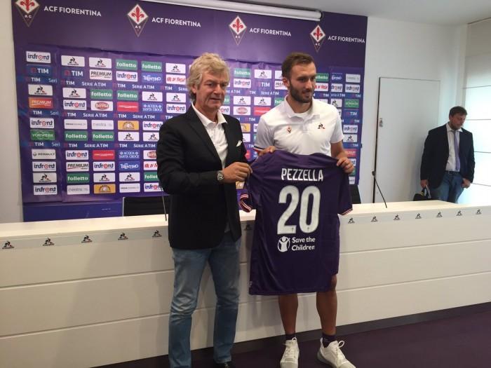 Fiorentina, presentato Pezzella: