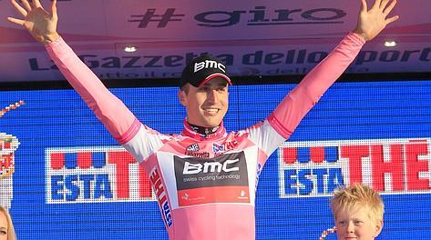 Taylor Phinney se enfunda la primera maglia rosa del Giro