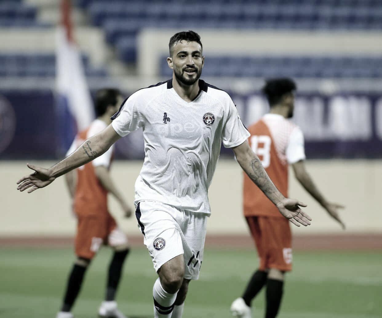 Everton avalia temporada no Al Adalah e espera permanecer no futebol árabe
