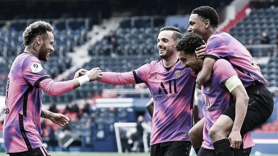 Com gols de Neymar e Marquinhos, PSG vence Lens em casa e segue vivo na briga pelo título