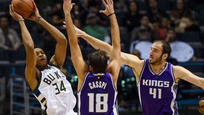 NBA, Houston si scioglie ad Atlanta, Milwaukee passeggia su Sacramento