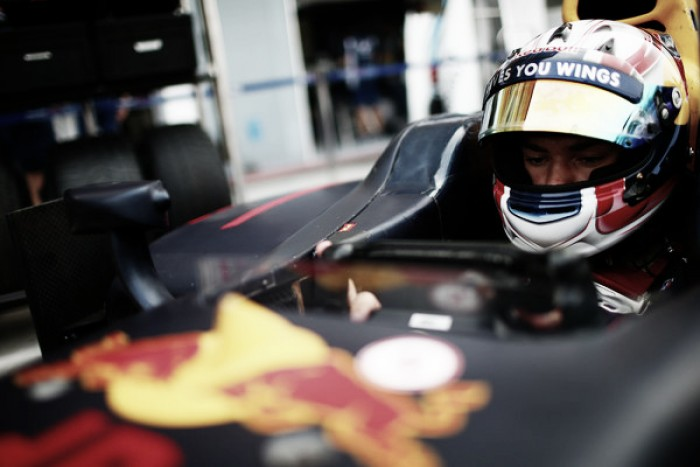Pierre Gasly prueba los neumáticos Pirelli de 2017 en Abu Dhabi