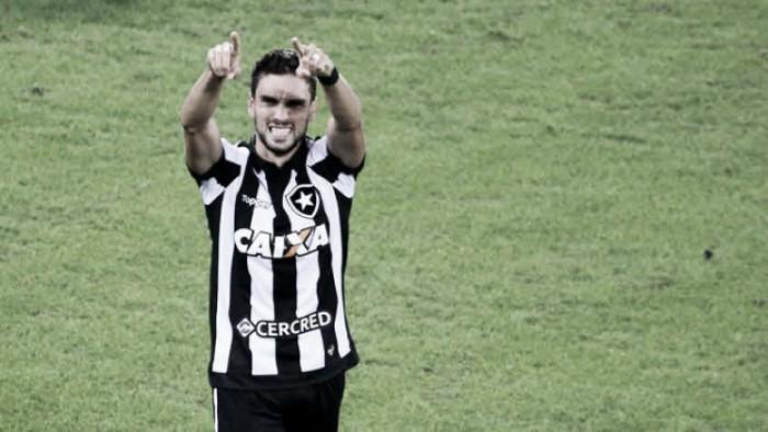 """Pimpão lembra de trajetória no Botafogo e rasga elogios à torcida: """"Mostrou como se faz um show"""""""
