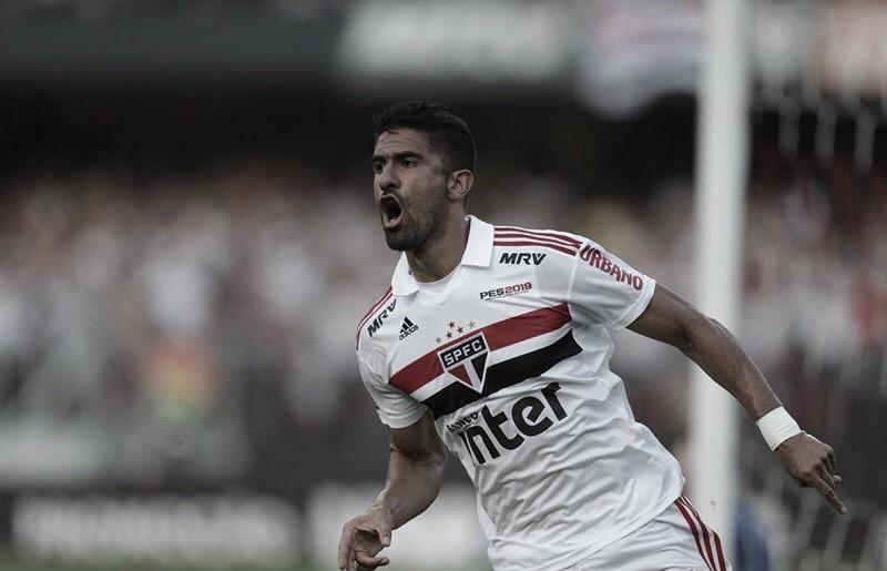 Internacional acerta contratação do atacante Tréllez, do São Paulo