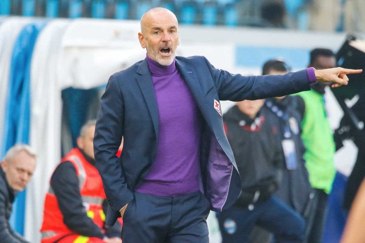 Fiorentina, la compagna di Davide Astori in visita alla squadra