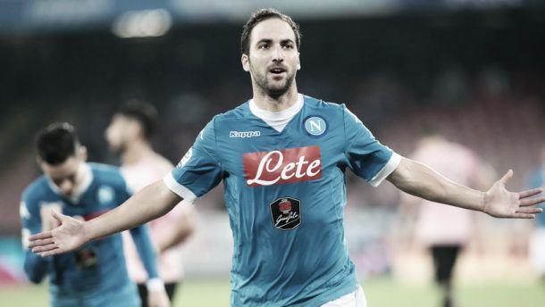 """Il Napoli vola e va a - 2 dalla capolista. Sarri: """"Pensiamo al Genoa"""""""