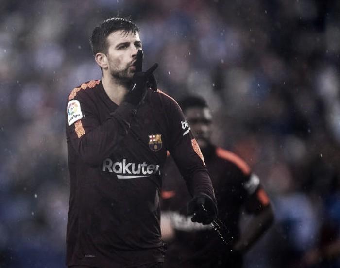 La Liga move as peças após gestos de Piqué e denuncia cânticos contra zagueiro no clássico catalão