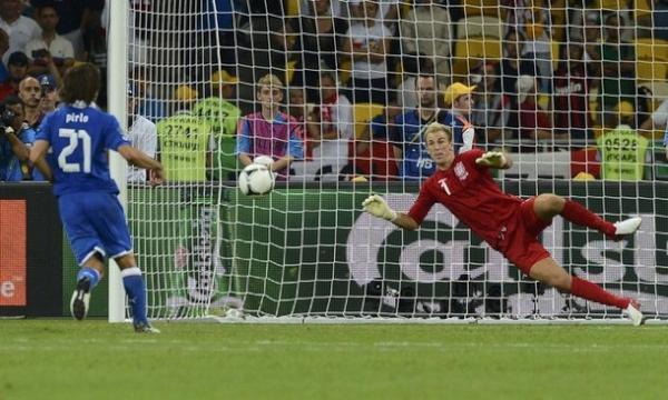 Italia, a semifinales tras vencer en los penaltis a una pobre Inglaterra