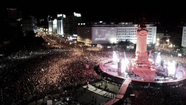Benfica celebra 34º título de campeão no lotado Marquês de Pombal
