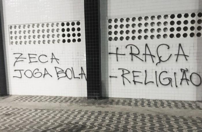 Muro da Vila Belmiro é alvo de protesto da torcida após derrota em clássico