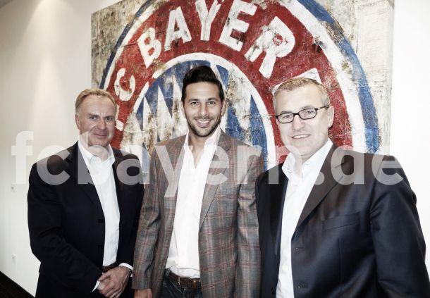 Pizarro renova com Bayern por mais uma temporada