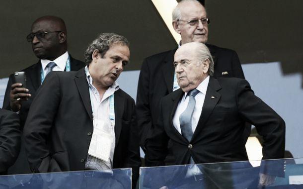 Blatter e Platini suspensos - sai o futebol a ganhar