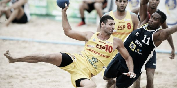 España consigue dos quintos puestos en el Mundial de Balonmano Playa