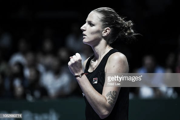 WTA Finals: Karolina Pliskova stuns Caroline Wozniacki with terrific showing