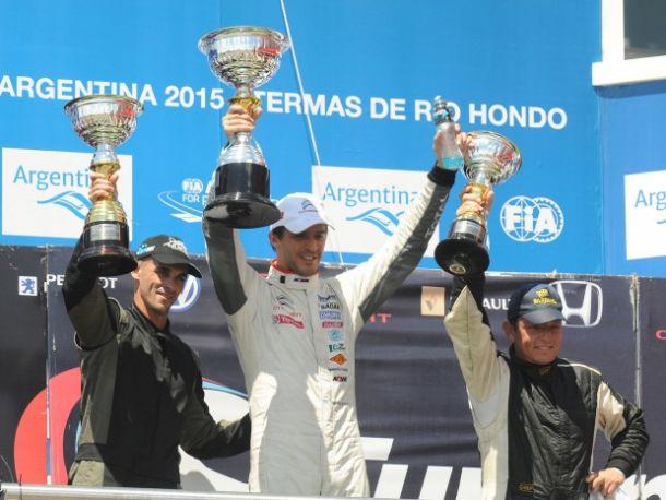 """Rossi sacó su """"chapa"""" de campeón en Las Termas"""