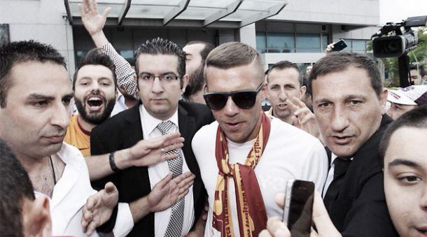 Podolski abandona definitivamente el Arsenal