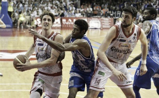 Difesa e sangue freddo, Reggio Emilia guadagna il match point