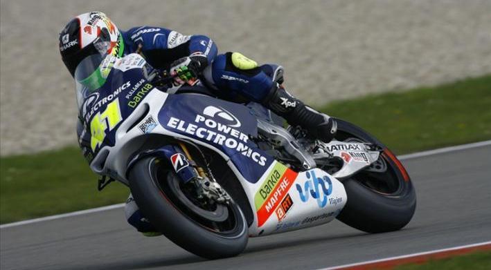 Espargaró domina en Moto2 para reducir su desventaja
