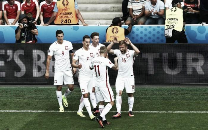 Polônia bate Suíça nos pênaltis após tempo normal movimentado e avança na Eurocopa