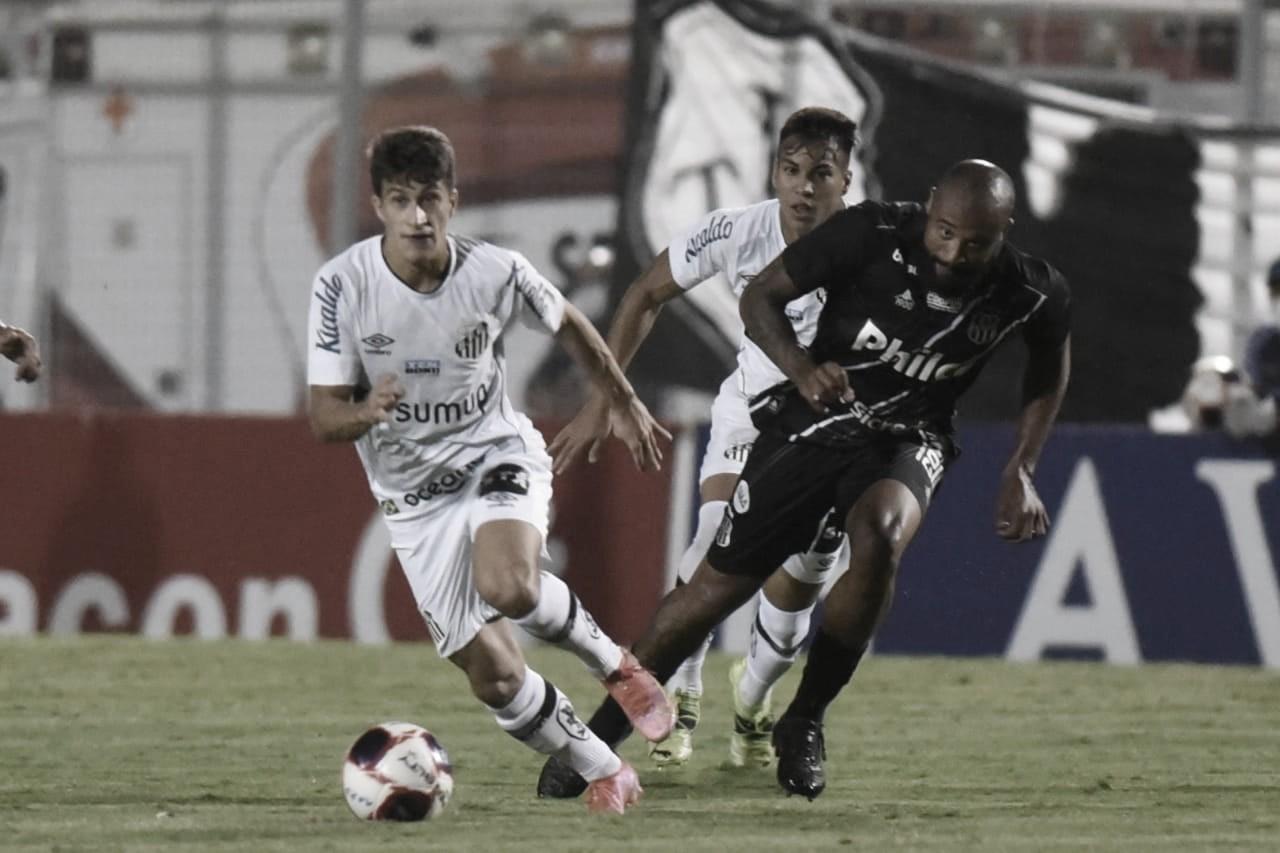 """Holán admite dificuldade de reação após primeiro tempo ruim do Santos: """"Cedemos muitos espaços"""""""