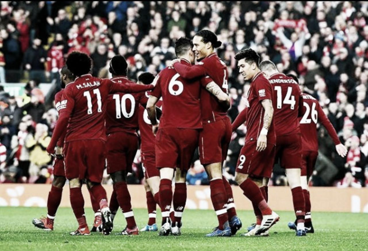 Liverpool goleia Newcastle e se isola na liderança da Premier League