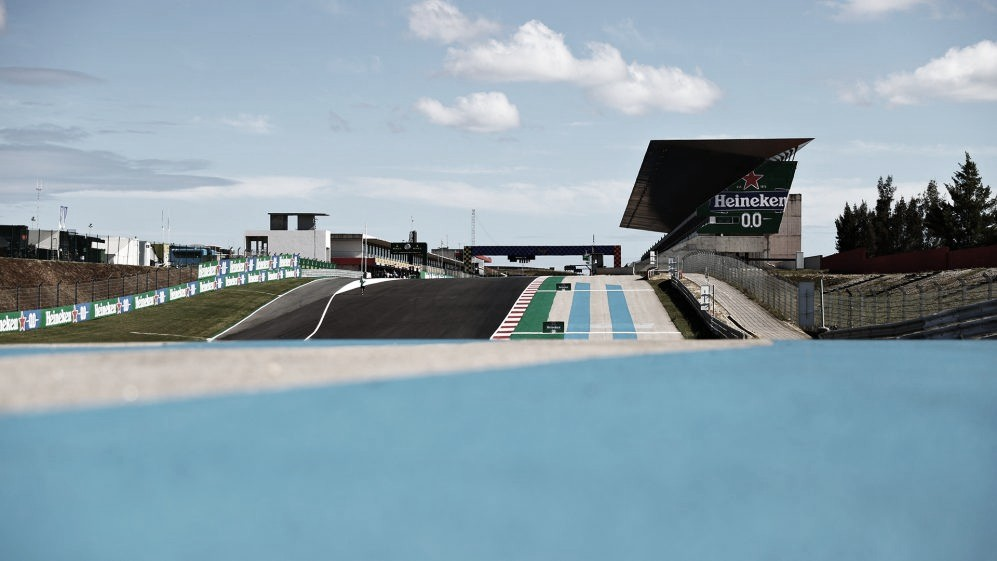 Bottas lidera y Verstappen asusta