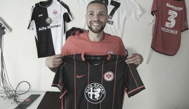 El Eintracht apuntala su delantera