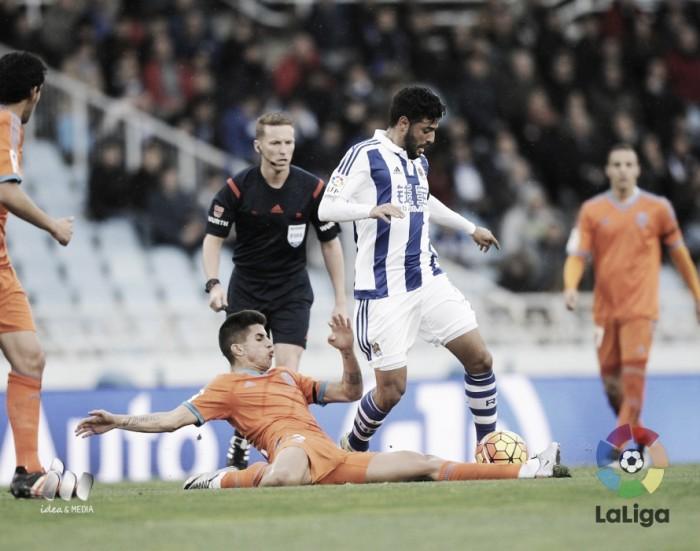 La Real manda ante el Valencia en Anoeta