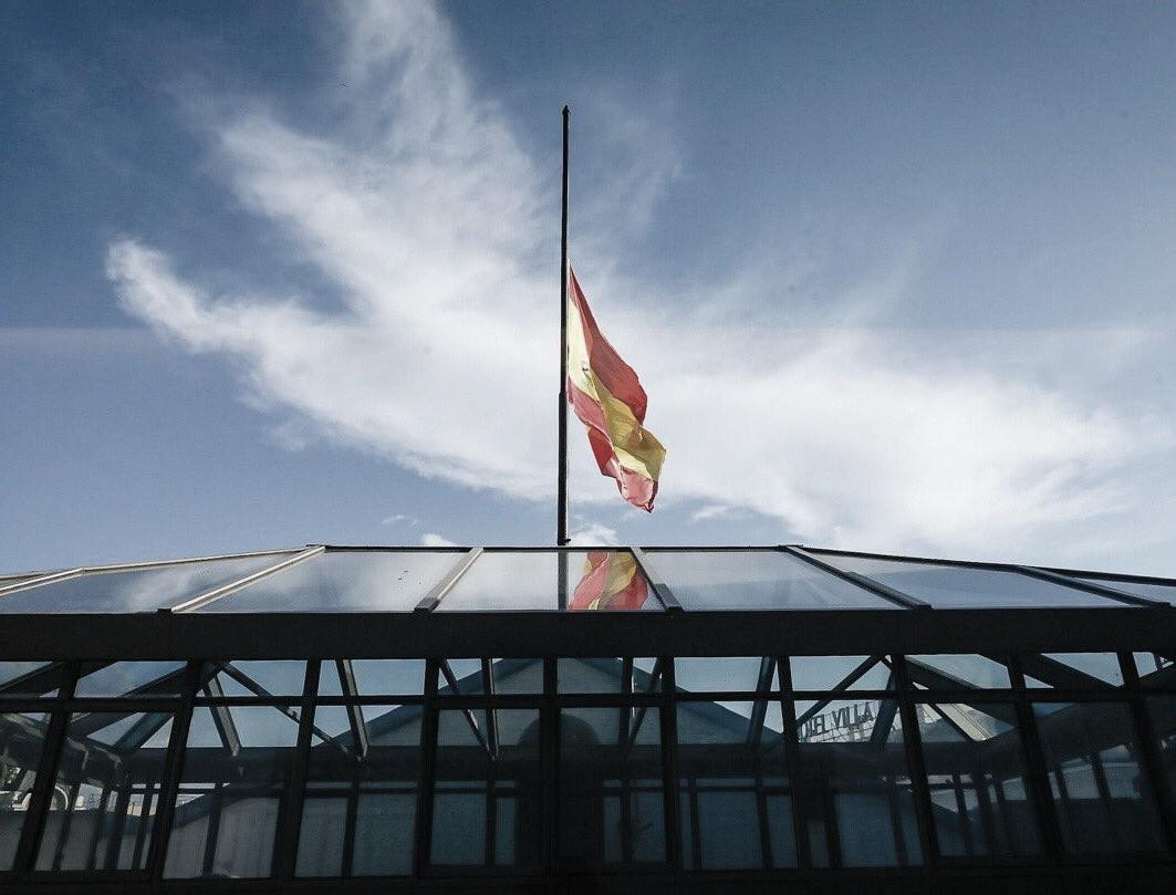 España decreta 10 días de luto oficial
