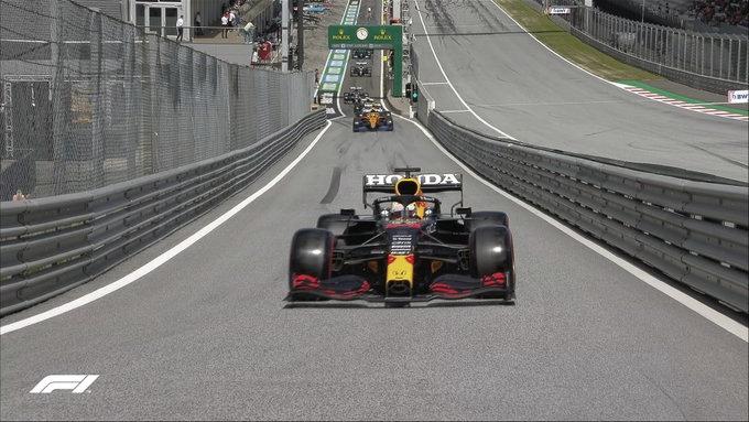 Verstappen se lleva la pole a pesar de su enfado