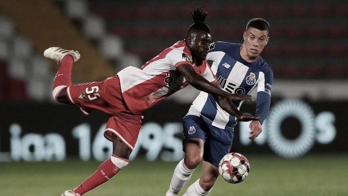 Com direito a pênalti perdido, Porto para no goleiro Fábio e empata com lanterna Desportivo das Aves