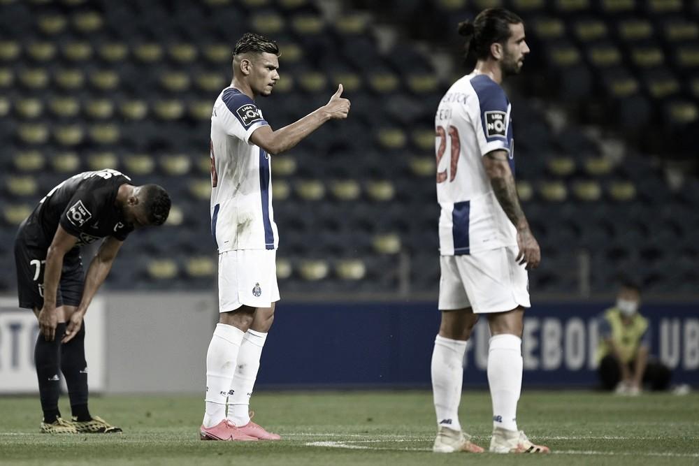 Porto goleia Belenenses e fica a duas vitórias do título português