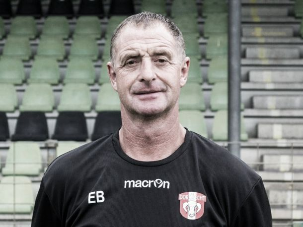 Fiscalía del fútbol holandés iniciará investigación contra Ernie Brandts
