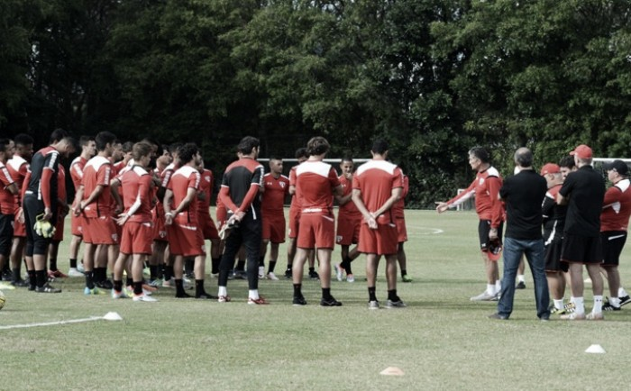 Após vitória no clássico, São Paulo volta aos treinamentos no CT da Barra Funda