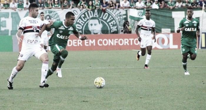 Chapecoense vence São Paulo e ainda sonha com vaga no G-6 do Brasileirão