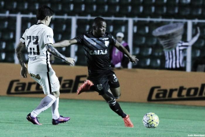 Figueirense marca nos acréscimos e impede Corinthians de entrar no G-6