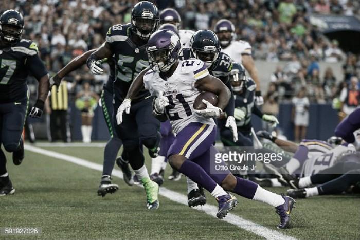 Em jogo dominado pelas defesas, Vikings vencem Seahawks pela pré-temporada