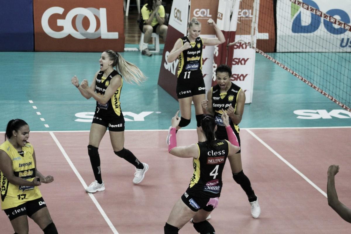 Praia Clube derrota Osasco no tie-break e larga na frente por vaga na final da Superliga Feminina
