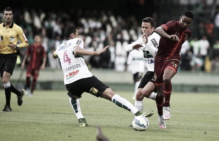 Desfalcados de técnico e principais jogadores, Coritiba e São Paulo duelam no Couto Pereira