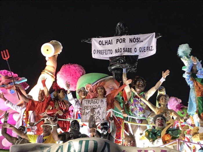 Críticas sociais são bem avaliadas por jurados e voltam no Desfile das Campeãs
