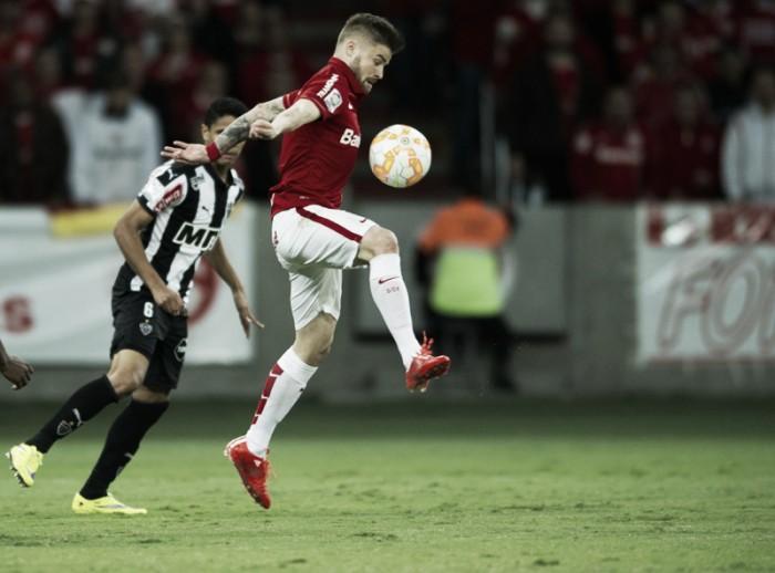 Em lados opostos na tabela do Brasileirão, Inter e Atlético-MG duelam no Beira-Rio