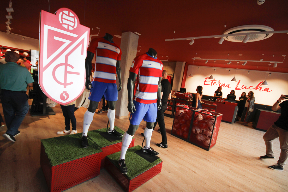 El Granada CF inaugura su nueva tienda oficial en Los Cármenes