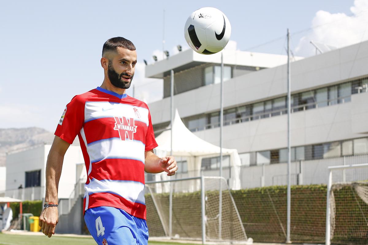 Gonalons continuará en el Granada CF hasta 2023