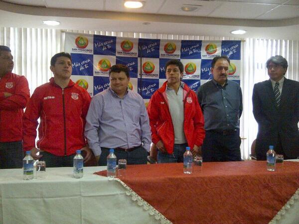 Paúl Vélez fue presentado en Técnico Universitario