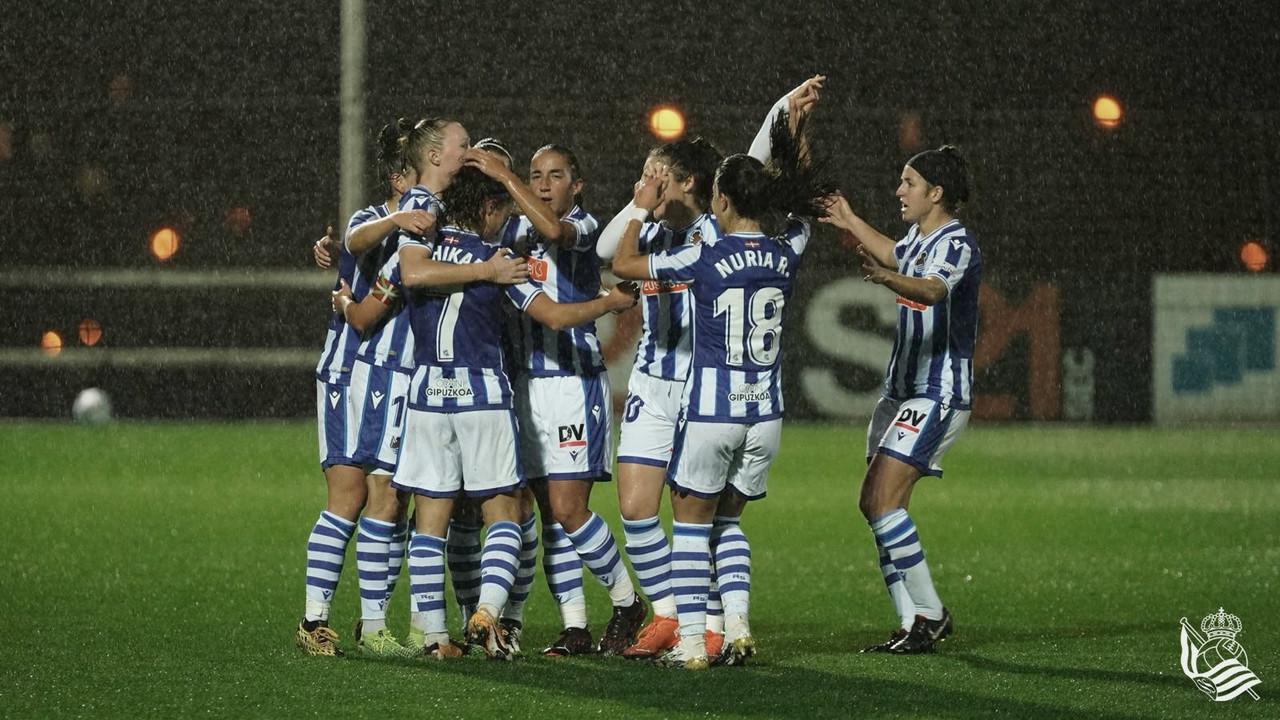 Las jugadoras de la Real celebran un gol frente al Sporting Huelva // Foto: Real Sociedad