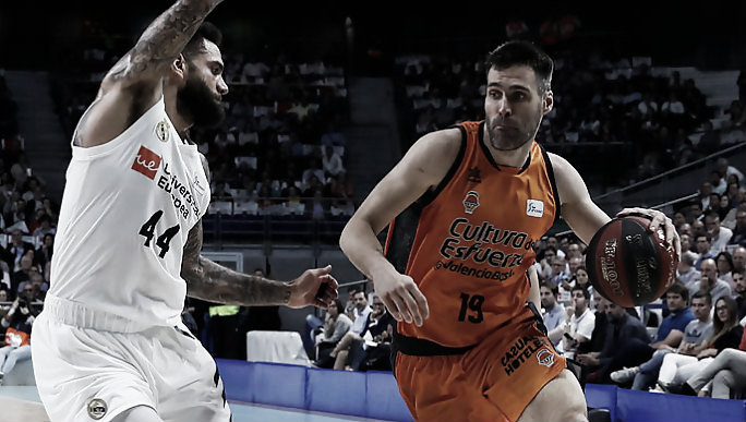 Real Madrid-Valencia, un cuerpo a cuerpo al límite