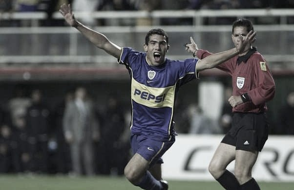 Tévez y su primer gol en Boca a nivel local