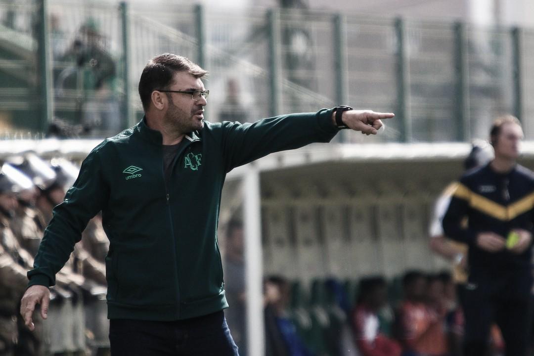"""Emerson Cris avalia empate da Chape contra o Bahia: """"Era um jogo de combate, força"""""""